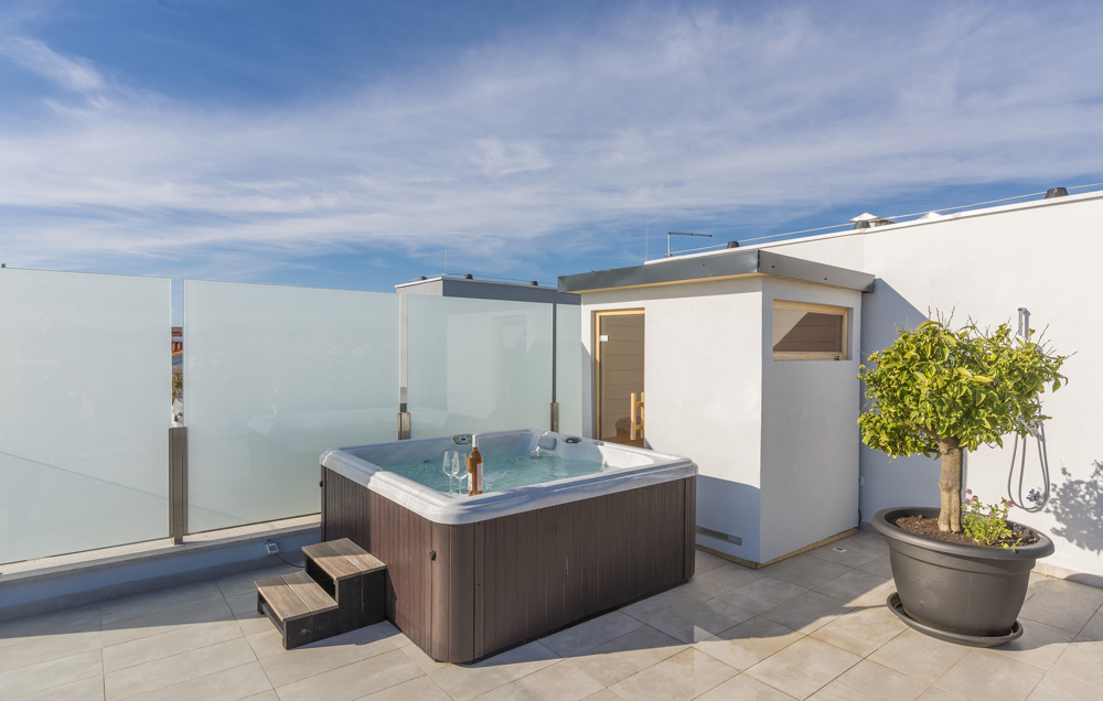 Private roof terrace with whirlpool and privacy screen - buy an apartment in Croatia.