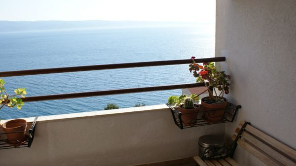 Apartment in the Omis area with sea views for sale.