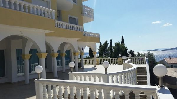 The terrace of the apartment for sale in the Trogir region, Croatia. Property with sea view - Panorama Scouting