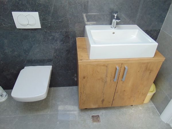Washbasin in the bathroom of the property A1240.