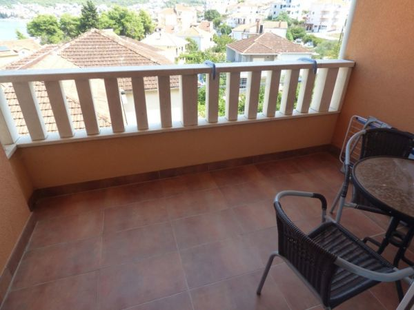 Inexpensive apartment with balcony for sale.