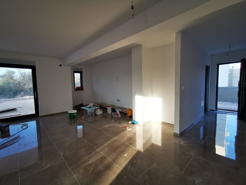Entrance area and view into the kitchen of apartment A1541 on Ciovo, Croatia.