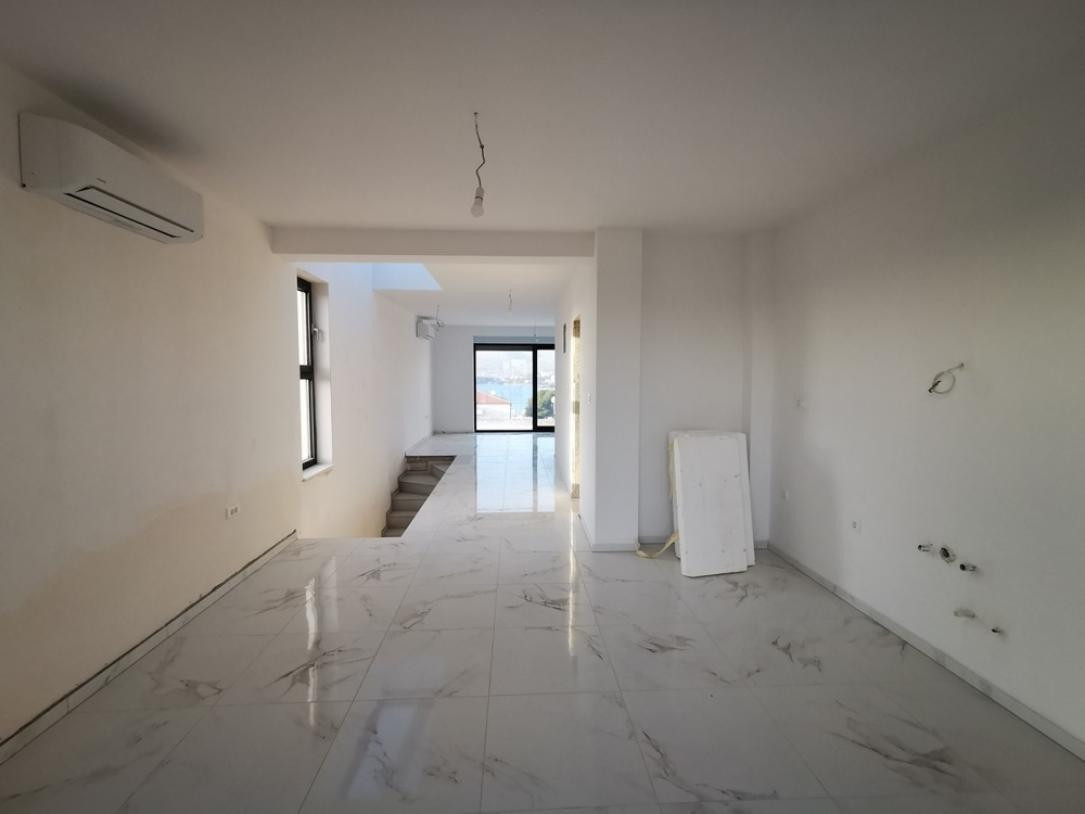 View of the living area of ​​property A1542 in Croatia, Ciovo Island, Dalmatia.