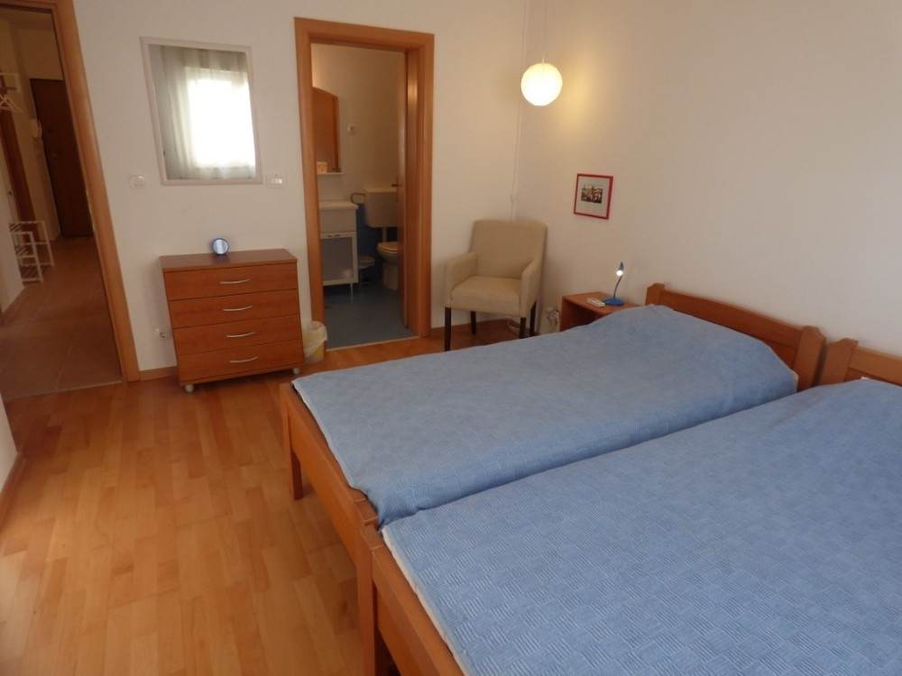 Bedroom with two single beds of property A1549 in Croatia, Dalmatia.