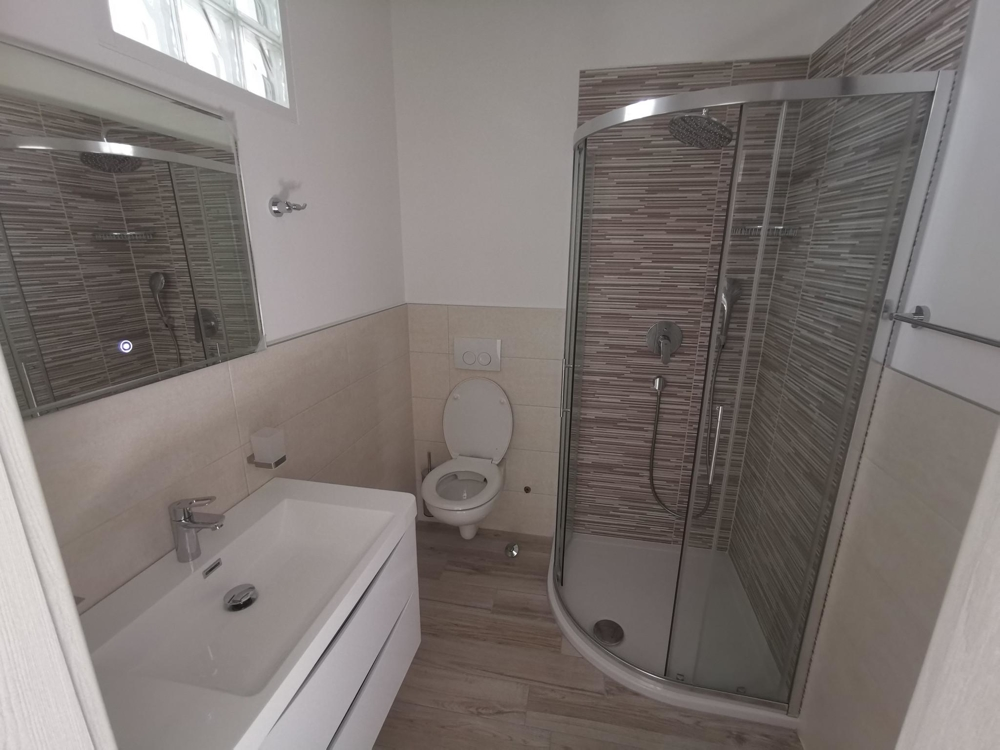 The bathroom of property A1618 near the city center of Crikvenica, Kvarner Bay.