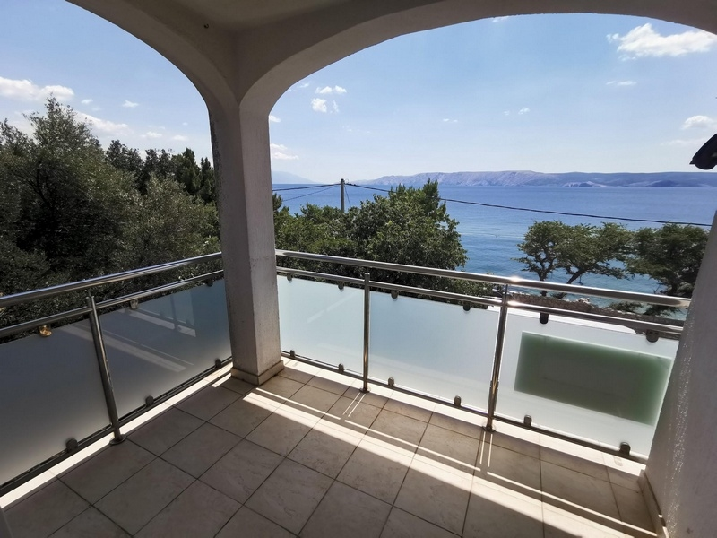 Apartments in the 1st row to the sea for sale in Croatia - Panorama Scouting GmbH.