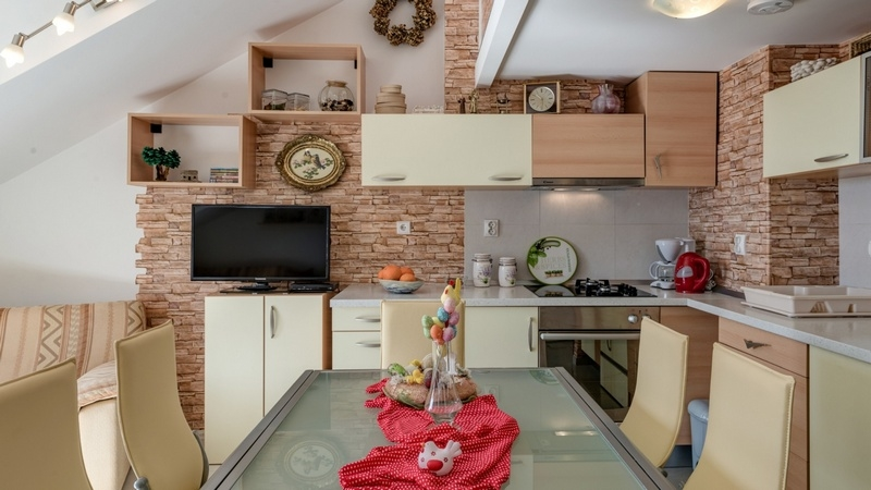 Kitchen and dining room of property A1654 in Omis, Croatia.