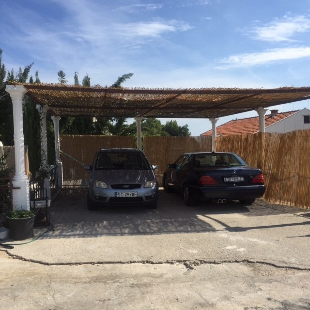 Parking lot of the apartment! 658 on Peljesac in Croatia - Panorama Scouting.