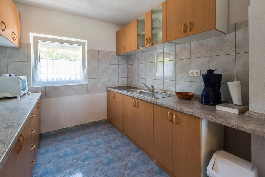 Functionally furnished kitchen in apartment A1703 in Croatia - Panorama Scouting.