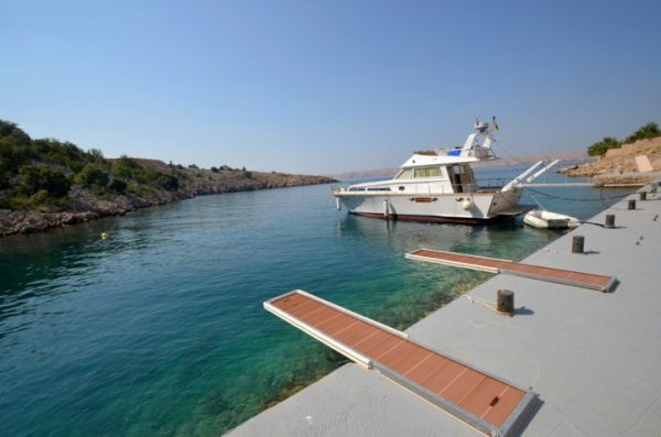 Apartment by the sea for sale near Karlobag, Croatia.