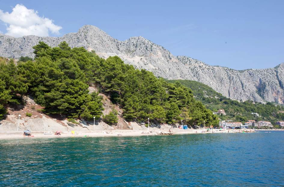 View of building plot for hotels on the sea for sale in Markarska. Property Croatia by the sea - Panorama Scouting