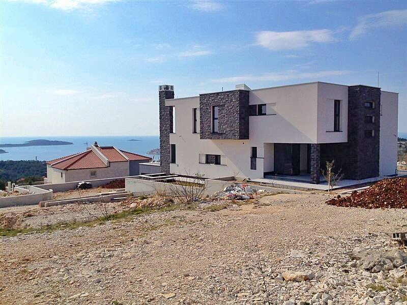 Modern villa on the hilly coast of Primosten for sale.