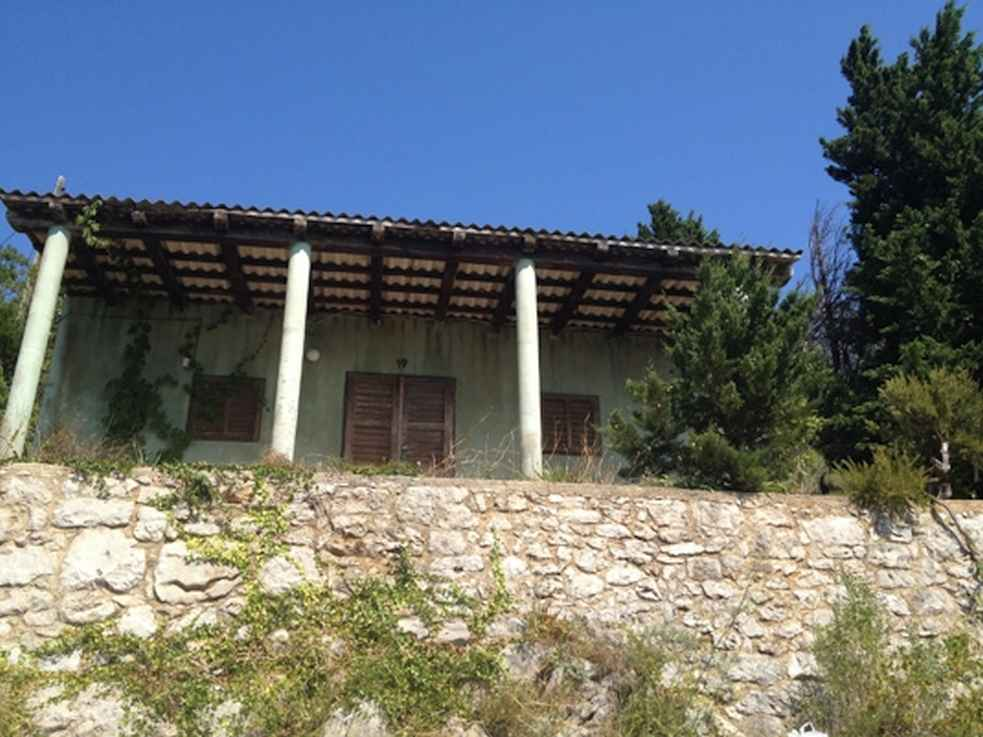 The house for sale in Croatia is in need of renovation - great seafront location!