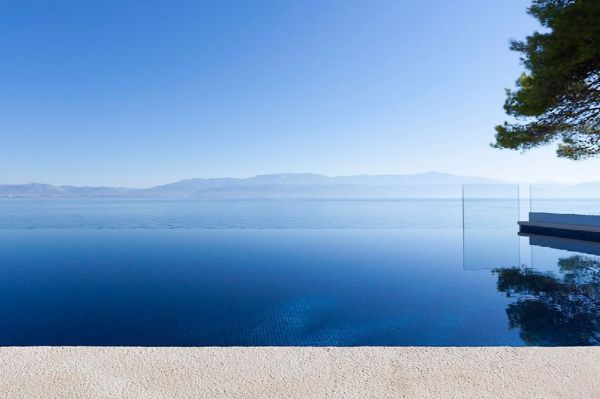 Villa with swimming pool right on the sea in Croatia, Dalmatia for sale.