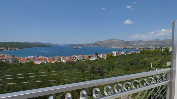 A beautiful sea view from the balconies of the apartment house for sale on Ciovo. Property with sea view - Panorama Souting.