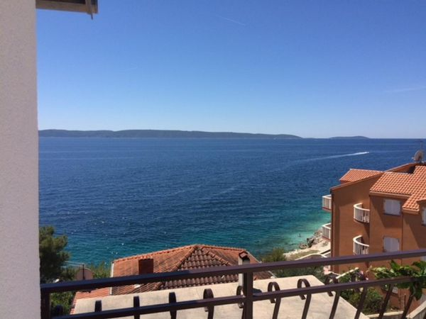 The apartment house for sale on Ciovo is located in the second row to the sea. Property near the sea - Panorama Scouting