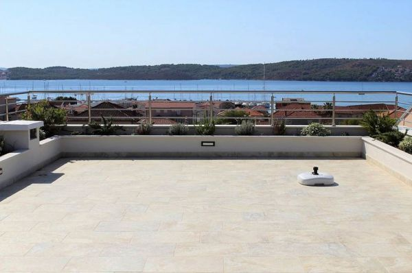The view from the roof terrace of the villa for sale in Croatia extends to the sea and the marina. Property with sea view - Panorama Scouting