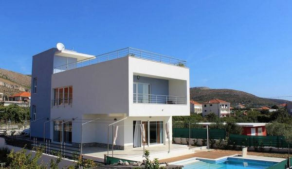 View of the villa for sale with roof terrace, pool and sea view near Trogir