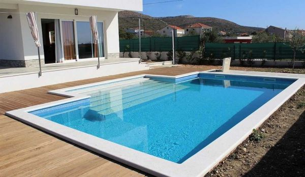 The swimming pool of the villa with roof terrace for sale near Trogir