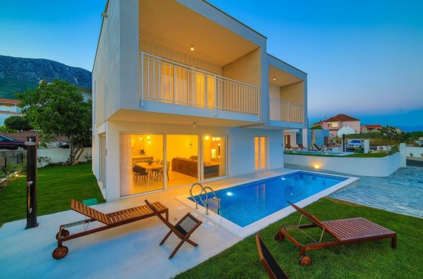 Buy cheap villas in Croatia.