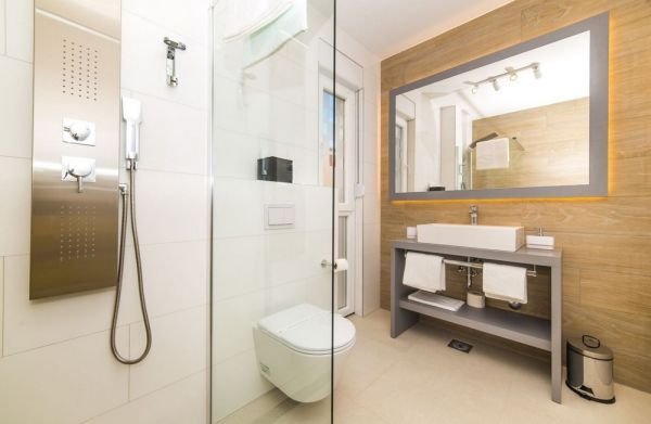 Modern equipped bathroom of the villa H1088.