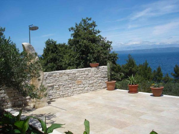 The terrace of the modern bungalow near the sea on Korcula offers a very good sea view. Property with sea view - Panorama Scouting