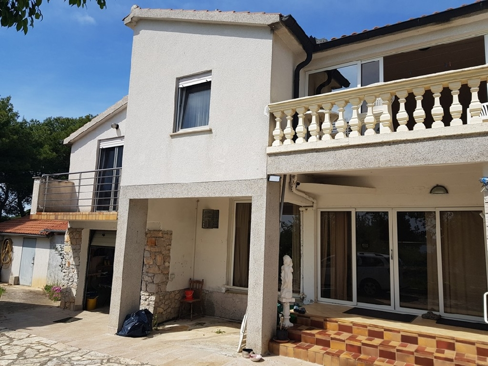 House for sale in Dalmatia, Pirovac region.