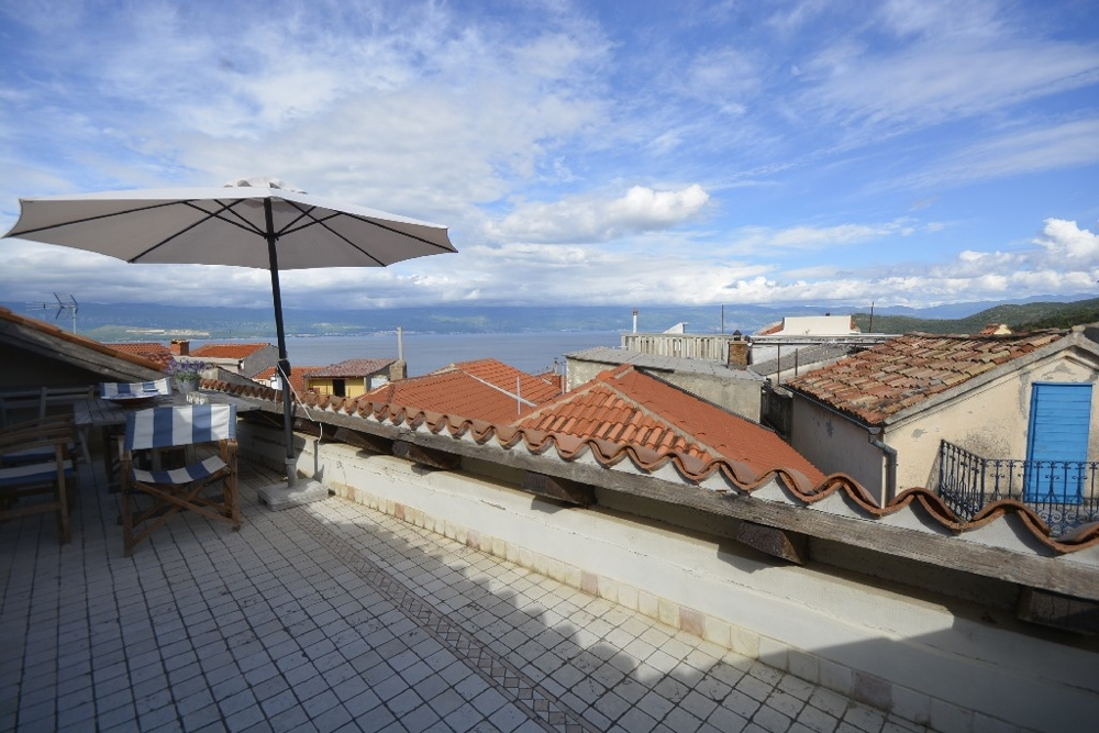 Traditional stone house in Croatia in Vrbnik on Krk for sale.