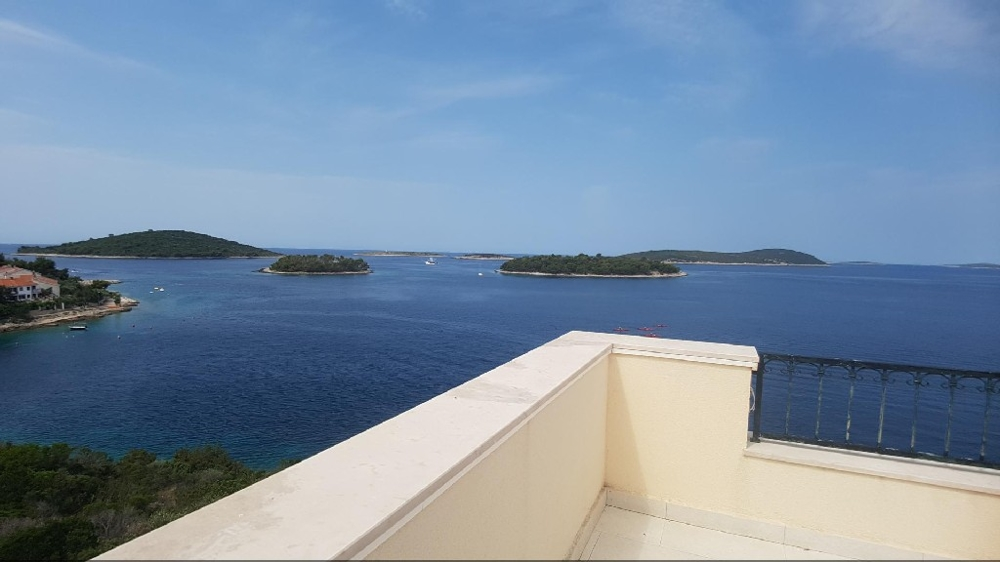 View from the balcony of the sea right next to the villa - Buy an apartment house in Croatia.