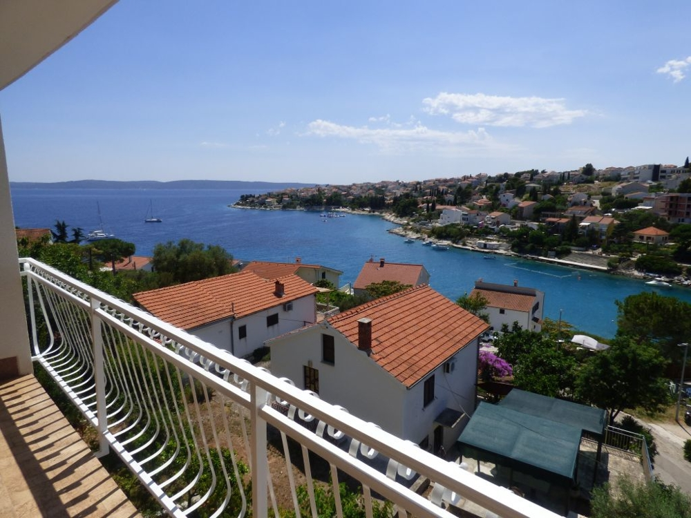 House with sea views on the island of Ciovo in the Trogir region for sale - Panorama Scouting.