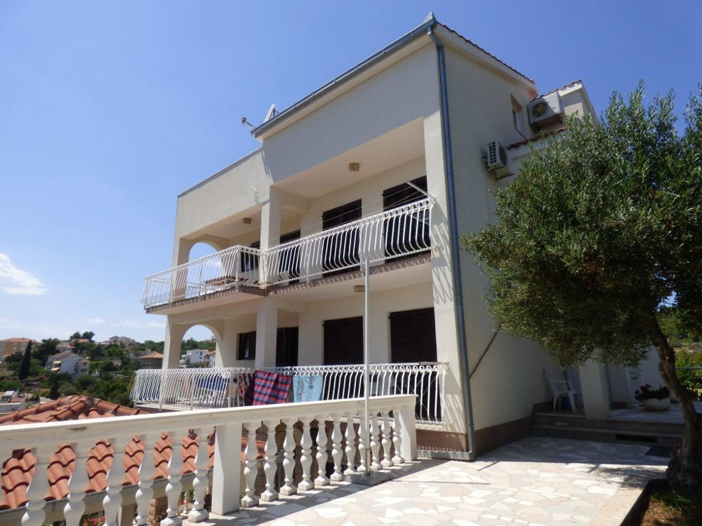 Buy house for rent in Croatia.