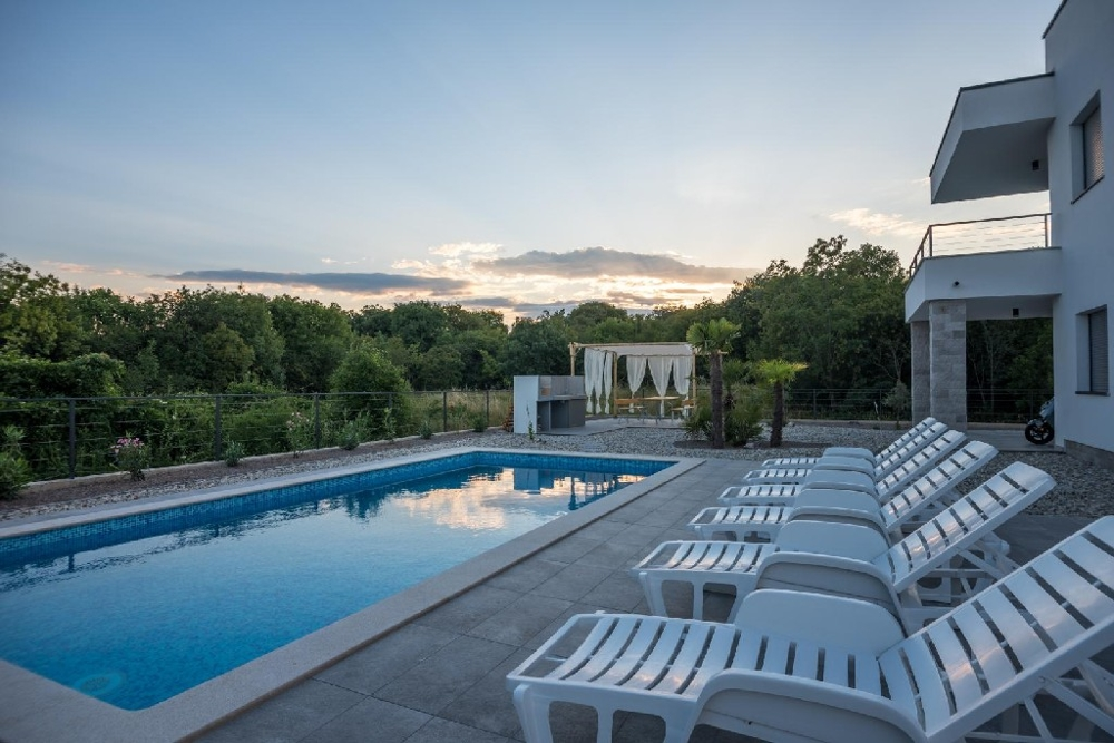 High quality villa with 4 apartments for sale in Croatia.