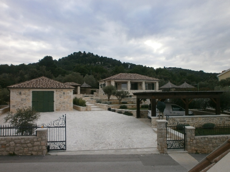 Buy high quality villas by the sea in Croatia - panorama scouting gmbh.