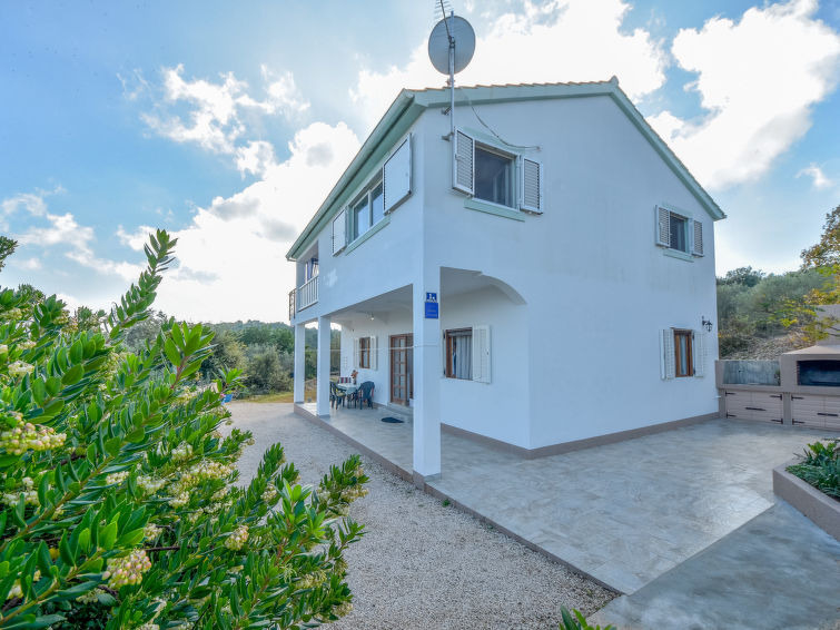 House in a quiet location on the island of Iz in Dalmatia for sale - Panorama Scouting GmbH.