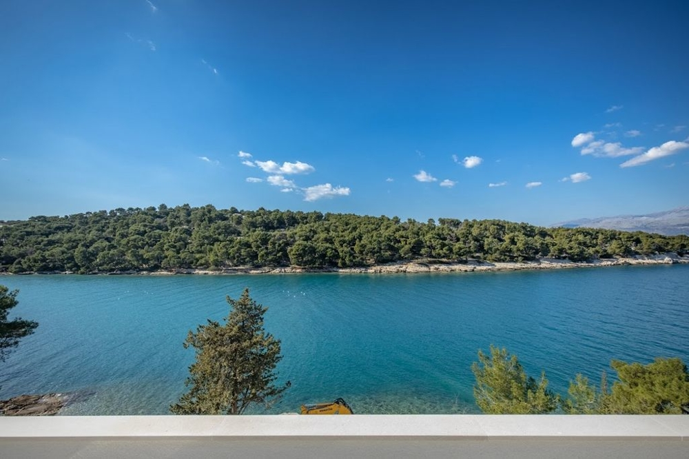 Luxury villa for sale on the island of Brac in Dalmatia - Panorama Scouting.