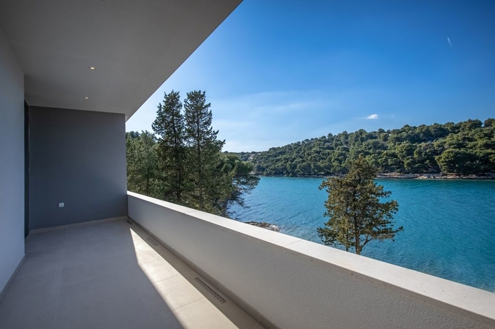 Sea view of Villa H1444 on the island of Brac in Croatia - Panorama Scouting Real Estate.