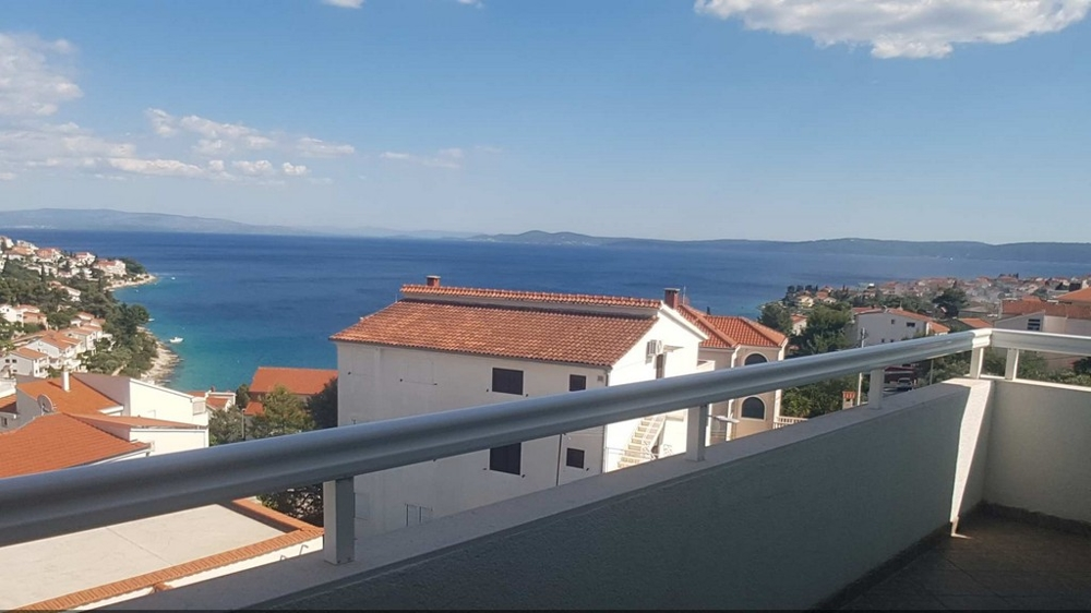 View of the swimming pool in the Trogir region