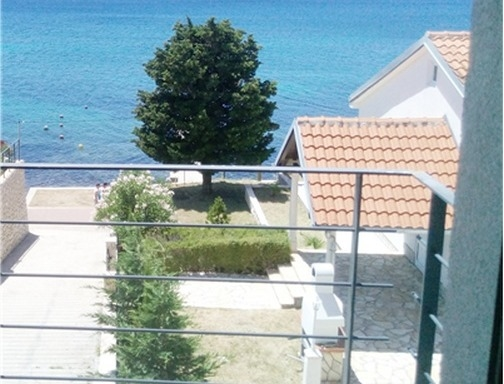Sea view of Villa H1460 directly on the sea on the island of Rab, Kvarner Bay.