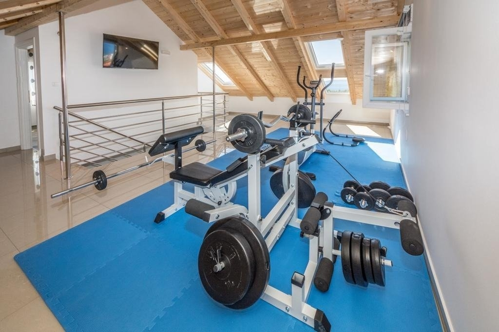 Gym with equipment in the attic in the Trogir region.