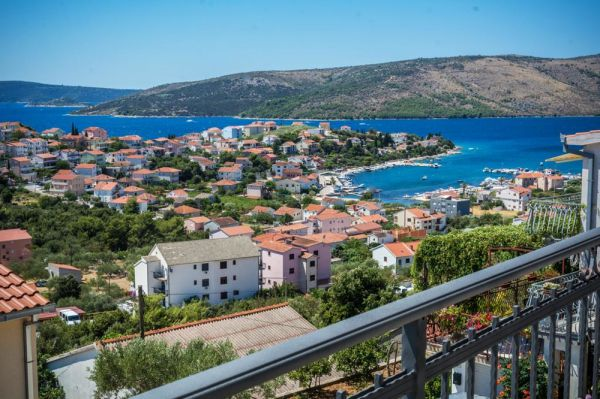 Buy a house in Croatia - Trogir region in Central Dalmatia - Panorama Scouting.