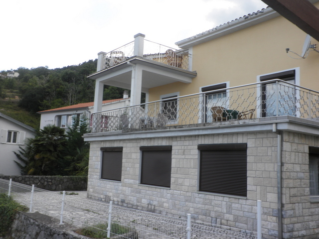 View from the street to the house with several apartments - Buy an apartment house in Croatia.