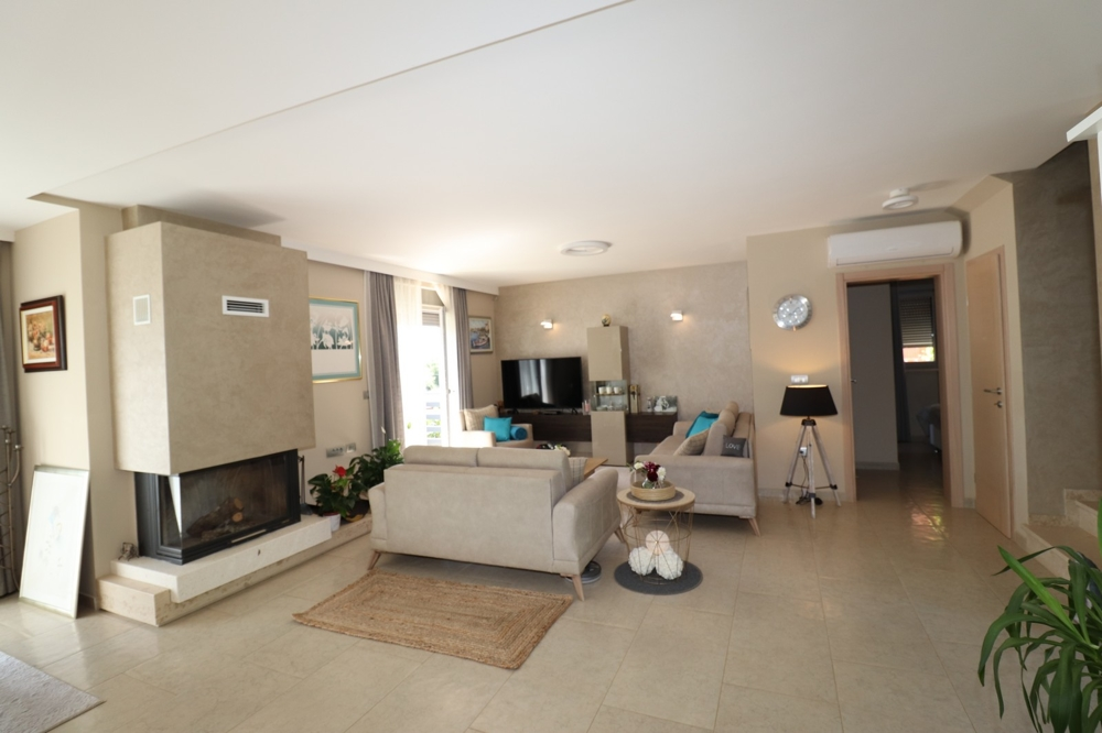 Living area with fireplace - Property H1498 in Istria, Porec Region - Panorama Scouting.