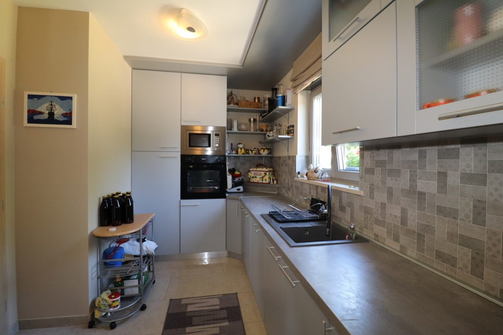 Kitchen of property H1498.