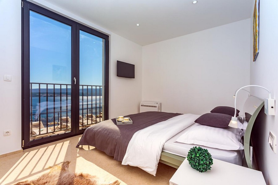 Bedroom with sea view - Property H1513 in Omis, Croatia.