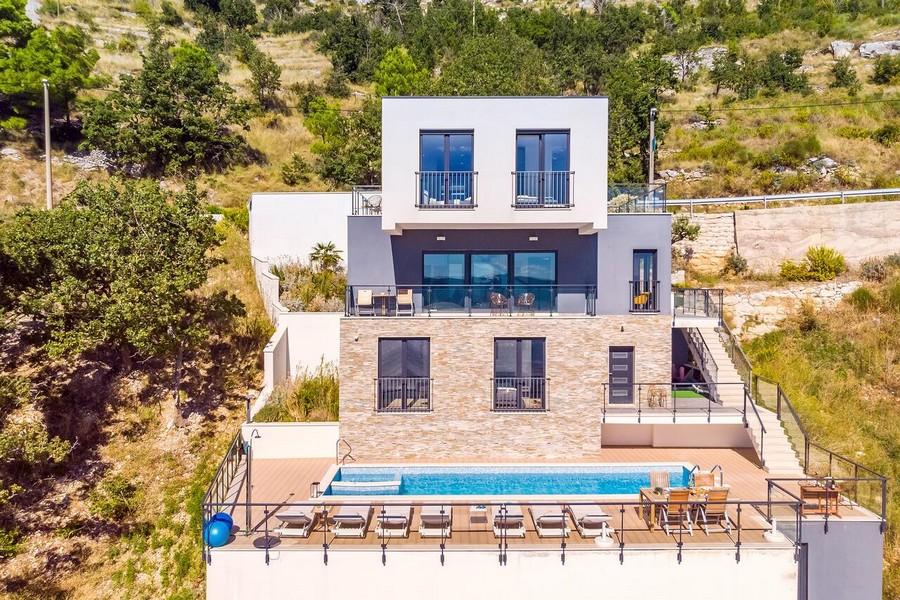 Front view of Villa H1513 in the Omis region, Croatia.