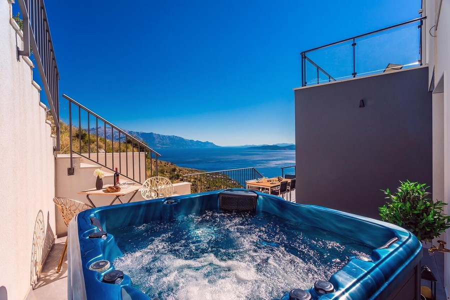 Jacuzzi and view of the coastline and the sea in Croatia on the Omis Riviera.