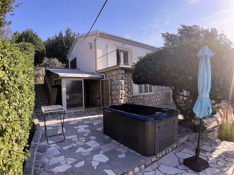 View from the garden to the back of the house with whirlpool - Buy a family house Croatia.