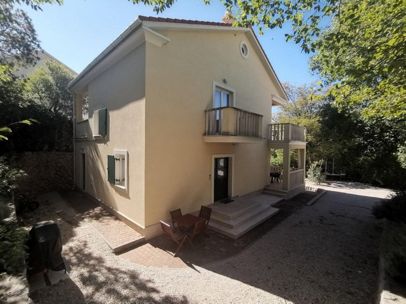 Entrance area of ​​the house with a view of the garden - Buy a house in Croatia.