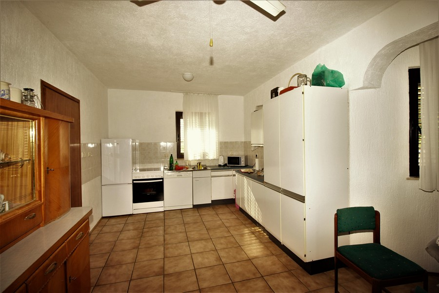 View of the kitchen of the property H1562 in the Kvarner Bay.