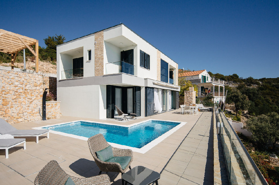 An example of how to set up the villa with panoramic sea views at Trogir